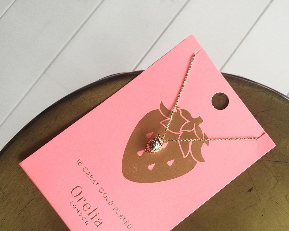 schoencadeau-tips-orelia-strawberry-necklace-pale-gold-ketting