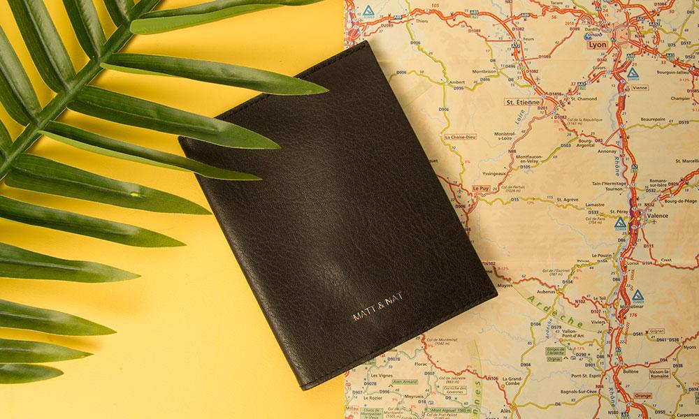 blog-paspoorthouder-matt-en-nat-zwart-unisex