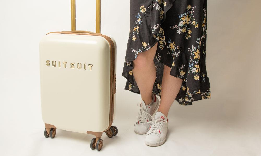blog-vakantie-meenemen-koffer-suitsuit-wit